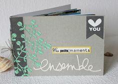 Mini Album « Ces petits moments »   La taille de couverture de cet album est de 15,5 x 11 cm, un peu plus large que les pages intérieures af...