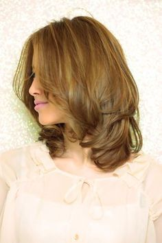 Hair Styles for Women That Enhance Their Beauty – HerHairdos Haircuts For Medium Hair, Medium Hair Cuts, Long Hair Cuts, Medium Hair Styles, Curly Hair Styles, Rachel Haircut, Cabello Hair, Pretty Hair Color, Layered Hair
