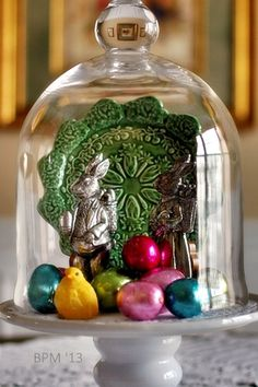 1000 images about cloche vignettes on pinterest bell jars glass domes and bird nests. Black Bedroom Furniture Sets. Home Design Ideas
