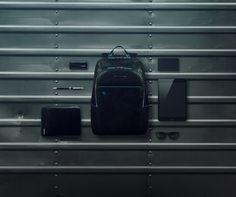 Total Black Look. Blue Square kolekcja Piquadro w naszym sklepie www.multicase24.pl #torby #teczki #bags #leatherbags #fashion #italianleather #Piquadro #PiquadroPolska #multicase24 #style #fashion #business #gentleman