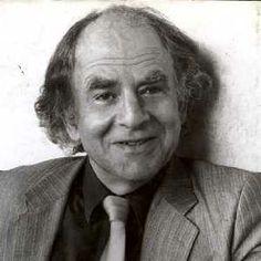 Steven Lukes (*1941) a jeho klasifikace analýz moci na jednodimenzionální, dvojdimenzionální a trojdimenzionální přístup.