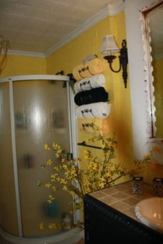 BLACK AND YELLOW BATHROOM   apartment Decor    vacations    Pinterest