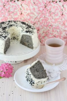 Angel Cake with black sesame Yummy Snacks, Yummy Treats, Delicious Desserts, Sweet Treats, Asian Desserts, Just Desserts, Dessert Recipes, Sweet Desserts, Financier Cake