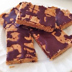 Coconut-Almond Protein Bars - Tone It Up Recipes Healthy Dessert Recipes, Healthy Treats, Snack Recipes, Delicious Recipes, Vegan Recipes, Protein Snacks, Protein Bars, Vegan Protein, Perfect Fit Protein