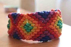 Friendship bracelet tutorial. So many patterns.