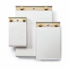 Aluminium, lackiert. Messingschrauben und -muttern. Vorgelochter Blanko-Block mit 200 Seiten reinweißen... - Notizblock Aluminium und Messing