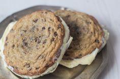 Is-sandwich med cookies og vaniljeis (11)
