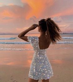 A pretty girl at the beach in the sunset with a beautiful white dress that has edited glitter on it Boujee Aesthetic, Bad Girl Aesthetic, Summer Aesthetic, Aesthetic Photo, Aesthetic Pictures, Aesthetic Clothes, Photographie Glamour Vintage, Mode Glamour, Glitter Photography
