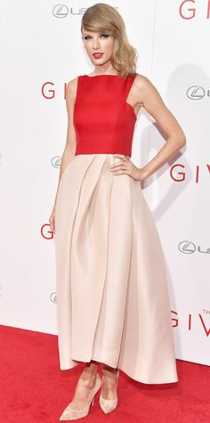 Look of the Day - August 12, 2014 - Taylor Swift in Monique Lhuillier from #InStyle