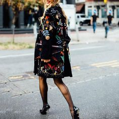 Fashion Flower Printed Lapel Collar Loose Coat - Fashion Flower Printed Lapel Collar Loose Coat Source by - Mode Outfits, Fall Outfits, Fashion Outfits, Womens Fashion, Jackets Fashion, Looks Chic, Looks Style, Ropa Shabby Chic, Coat Outfit