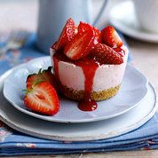 Strawberry and vanilla cheesecake | Easy cake recipes