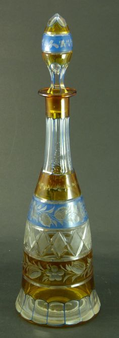 VINTAGE BOHEMIAN CUT TO CLEAR DECANTER WITH STOPPE. CIRCA 1930.