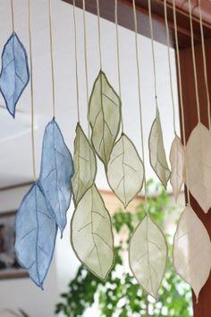 작은방 창문을 열어두면한들한들 흔들리는 나뭇잎. 살랑이는 바람결에여유롭게 나부끼는 느낌이 좋아서천연... Sewing Crafts, Sewing Projects, Projects To Try, Home Decor Fabric, Fabric Art, Diy And Crafts, Arts And Crafts, Creative Textiles, Art Textile