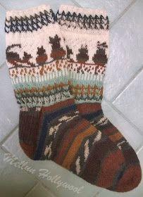 Mellun Hollywool: Silmuresoria ja kissoja Crochet Socks, Crochet Art, Crochet Woman, Knitting Socks, Baby Knitting Free, Knitting Charts, Hand Knitting, Knitting Patterns, Sock Toys