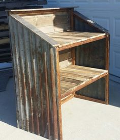 Pallet and Rusty tin hostess stand, Restaurant Idea. Rustic Galvanized Tin Roof UPCYCLE by The Rusty Nail Home Market. Restaurant Hostess, Eclectic Restaurant, Farmhouse Style Furniture, Rustic Furniture, Upcycled Furniture, Pallet Furniture, At Home Furniture Store, Restaurant Concept, Diy Store