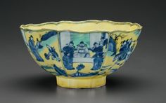 An unusual underglaze-blue and green-glazed yellow-ground petal-lobed bowl, Kangxi six-character mark in underglaze blue within a double circle and of the period (1662-1722)