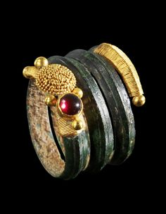 Spiral bronze ring with open endings decorated with gold wire and granules and a garnet. Macedonia, 4th century B.C.