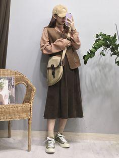 Marish ♥ cuốn sách xu hướng thời trang! Korean Girl Fashion, Ulzzang Fashion, Korea Fashion, Asian Fashion, Retro Fashion, Womens Fashion, Modest Fashion, Fashion Outfits, Korean Outfits