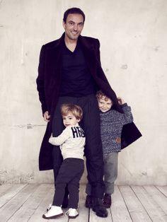 Berluti, le style en héritage : Thomas, chirurgien pédiatrique et ses fils Alfred, 2 ans, et Auguste, 4 ans.