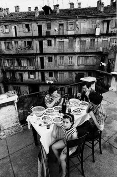 Everyday life in Italy, photography by Gianni Berengo Gardin, - Everyday life in Italy, photography by Gianni. Old Photography, People Photography, Street Photography, Camera Photography, Wedding Photography, Old Pictures, Old Photos, Vintage Pictures, Fosse Commune