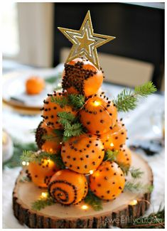 Orange Pomander Balls - A Holiday Tradition - sweet lil you Orange Pomander Balls are a simple holiday craft that the whole family can help create! They look beautiful in holiday centerpieces and smell even amazing! Holiday Crafts For Kids, Xmas Crafts, Christmas Projects, Yule Crafts, Natural Christmas, Homemade Christmas, Christmas Holidays, Christmas Oranges, Scandinavian Christmas