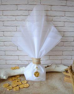 Μπομπονιέρα γάμου με φλουρί Κωνσταντινάτο. Περιλαμβάνει: 5 κουφέτα αμυγδάλου Χατζηγιαννάκη Κορδέλα λινάτσας 25χιλ. Φλουρί 20χιλ. Πέρλες χρυσαφί και εκρού Τούλι λευκό 45χ50 εκ #γάμος #νύφη #εκκλησία #bride #wedding #μπομπονιερες #μπομπονιεραγαμου #μπομπονιέρες #μπομπονιέρα #μπομπονιερεσ #μπομπονιερεςγαμου #μπομπονιερα #τούλι #μπομπονιερες_γαμου #mpomponieres_vintage #mpomponieresgamou #mpomponiera #mpomponieragamou #mpomponieres #mpomponieresgamou#wedding Vintage, Vintage Comics