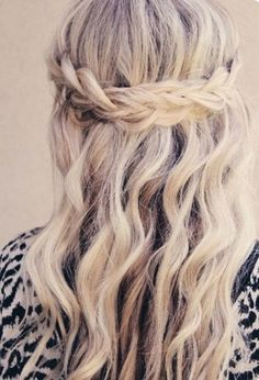 Pretty Prom Hairstyle for Long Hair