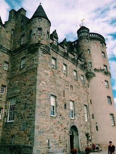 Castle Fraser, Scotland, Aberdeenshire Places In Scotland, Scotland Uk, Scotland Travel, Scotland Trip, Castle Fraser, Fraser Clan, Orkney Islands, Irish Sea, Famous Buildings