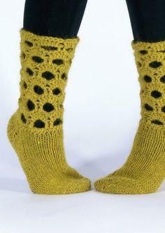Strikket og heklet sokk med hull