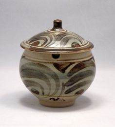 sig1536 Stoneware lidded marmalade jar with brushwork pattern to exterior. Painted BL mark and impressed Leach Pottery seal.