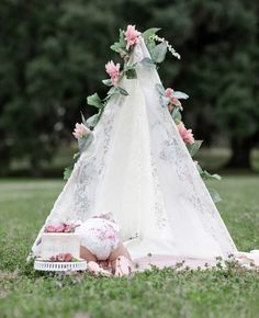 First birthday. Add a Whimsical Touch with a DIY Teepee - Happily Harper. Learn to make a DIY spring teepee for first birthday photo shoot. Half Birthday, First Birthday Photos, Baby First Birthday, Birthday Diy, Birthday Ideas, Birthday Cake, Baby Teepee, Diy Teepee Tent, Diy Lace Teepee