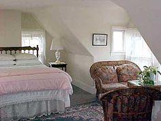 My favorite room at House of Seven Gables, Nantucket #nantucket #light #attics