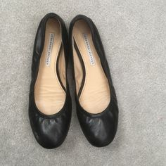 Black Ballet Flats Black Vera Wang Lavender ballet flats. Very good used condition. No signs of wear on leather. Only wear is on the bottoms. Vera Wang Shoes