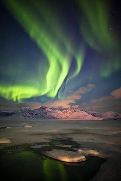 Aurora Borealis at the Sky of Norway - Photography by Deryk Baumgärtner - WE AND THE COLOR