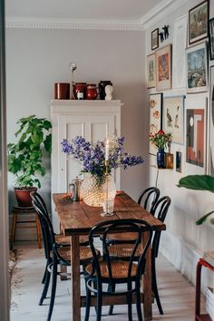 Home Decor Inspiration .Home Decor Inspiration Retro Home Decor, Cheap Home Decor, Style At Home, Home And Deco, Dining Room Design, Dining Area, Warm Dining Room, Cottage Dining Rooms, Dining Table