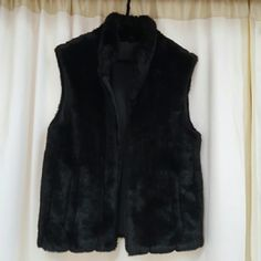 Giacca Gallery Black Couture Reversible Vest Black reversible faux fur and pvc/pu. Fur side has soft, luxurious   mink shine, vertical lines with 3 inch spacing, straight pockets. PVC/ PU side has a semi heavy, waterproof, scuba diving, nylon look and feel with slant pockets. Vest has a mock neck and black zipper front. Worn a few times for short periods of times out of 15 years. Condition: Excellent  Care instructions: Wipe clean with soap and damp cloth. Do not dry clean; do not machine…