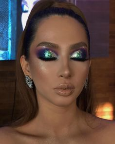 Glitter green and purple eyeshadow Colorful Eye Makeup, Blue Eye Makeup, Eyeshadow Makeup, Lip Makeup, Purple Eyeshadow, Makeup Goals, Makeup Inspo, Makeup Art, Makeup Inspiration