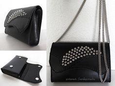 Bolso pequeño de cuero negro con tachuelas y cadena. El primero que he creado yo desde los patrones hasta el final