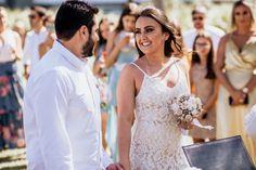 casamento na praia Lace Wedding, Wedding Dresses, Fashion, Wedding On The Beach, Wedding Shot, Couple, Vestidos, Events, Bridal Dresses