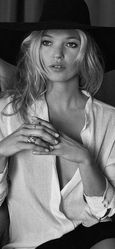 Su belleza es innegable como fue y seguirá recordándole, ya no es la misma, pero su belleza en la pasar ella siempre estará en nuestros corazones. Bellísima.