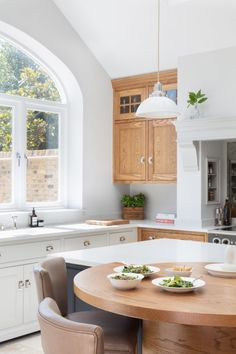 Edwardian Family Home, Barnes Village - Humphrey Munson - Luxury Bespoke Kitchen Kitchen Decor, Kitchen Design, Kitchen Ideas, Harewood House, Interior Design Courses, Dining Room Inspiration, Interior Inspiration, Handmade Kitchens, Love Your Home