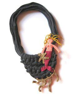 Wonderful crochet jewellery by Teresa Degleri Textile Jewelry, Crochet Jewellery, Crochet Necklace, T Shirt Yarn, Diy Jewelry, Textiles, Bracelets, Necklaces, Jewels
