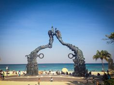 Loving this sculpture found in Playa del Carmen, Mexico!