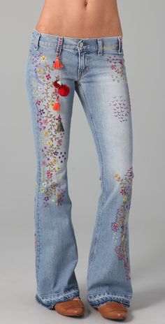 TEXTILE Elizabeth and James Embroidered Jimi Flare Jeans. be cute with a white tank and sandals Jeans Recycling, Recycle Jeans, Embellished Jeans, Embroidered Jeans, Jeans With Embroidery, Embroidery Stitches, Embroidery Fashion, Denim Fashion, Boho Fashion