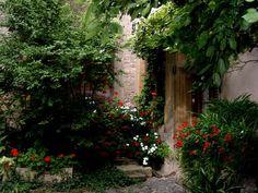 Cheap Landscaping Ideas For Back Yard Cheap Landscaping Ideas, Backyard Landscaping, Backyard Ideas, Home Garden Design, Outside Living, Outdoor Living, Garden Supplies, Old World, Landscape Design