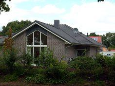 Rheiderland - Einfamilienhaus von GARANT-HAUS-BAU GmbH   HausXXL #Massivhaus #Energiesparhaus #klassisch #Walmdach