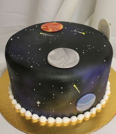 Space cake of the month ? Who wants to taste it ? Solar System Cake, Alien Cake, Science Cake, Planet Cake, Galaxy Cake, My Birthday Cake, Fashion Cakes, Cakes For Boys, Party Treats