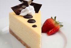Jednoduchý, chutný, jako stvořený pro příjemný večer. Pravý newyorský cheesecake je známý svou nepřekonatelnou chutí stejně jako čokoládovým posypem.