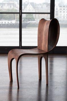 Cadeira de compensado curvado
