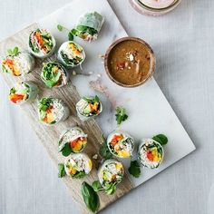 13 Colorful Spring Roll Recipes to Lighten and Brighten Meatless Monday — Brit + Co Thai Spring Rolls, Vegetable Spring Rolls, Fresh Spring Rolls, Summer Rolls, Veggie Recipes, Vegetarian Recipes, Healthy Recipes, Asian Recipes, Veggie Meals